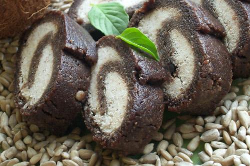 сыроедный шоколадный рулет