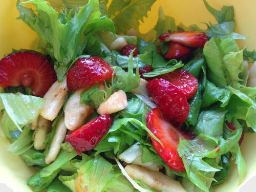 клубничный салат салат