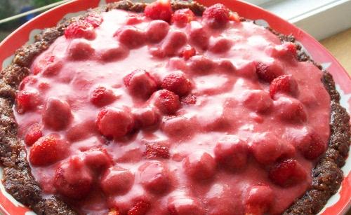 сыроедческий клубничный торт